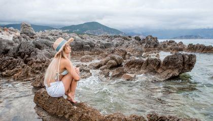 Miesiączka w wakacje – czy można przesunąć okres?