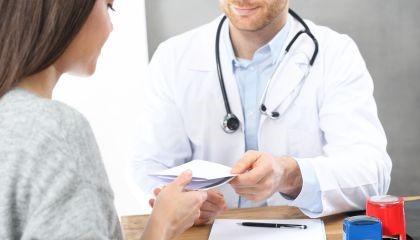 Czy każdy lekarz może wypisać receptę na tabletki antykoncepcyjne?